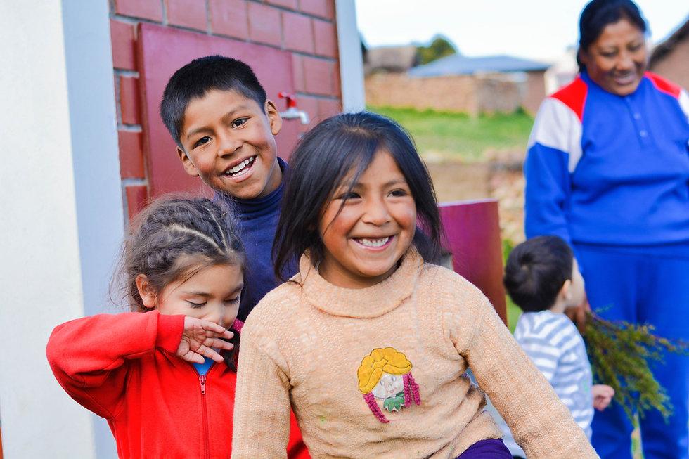 iloisia lapsia Boliviassa