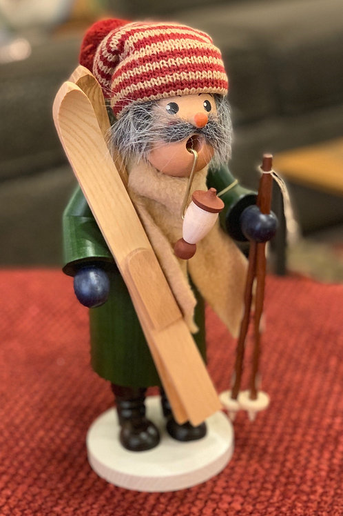 SKIER WITH HAT