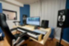 Mixing Axsens Düsseldorf Music Studio Desk