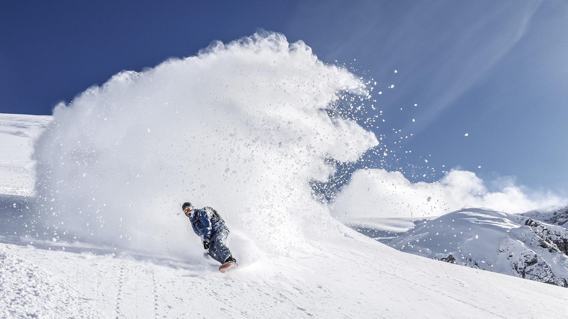 snowboarding-2598176_1920
