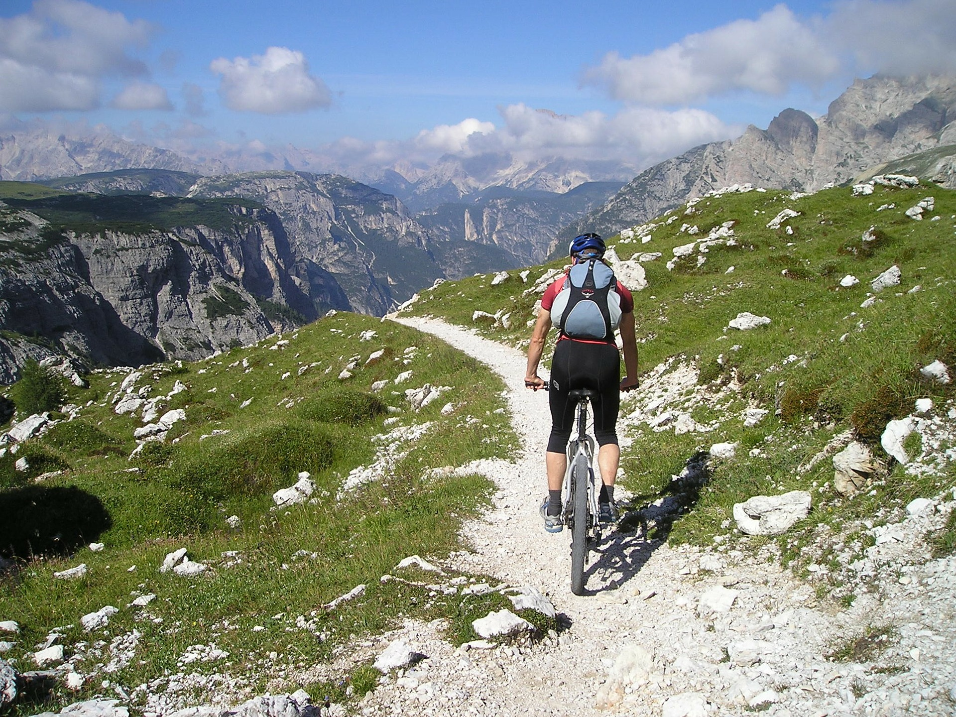 mountain-bike-175216_1920