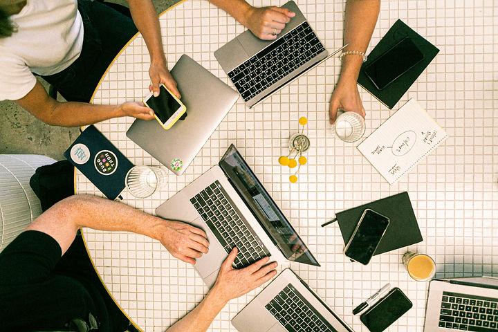 photo-of-people-using-laptop-3194519_edi