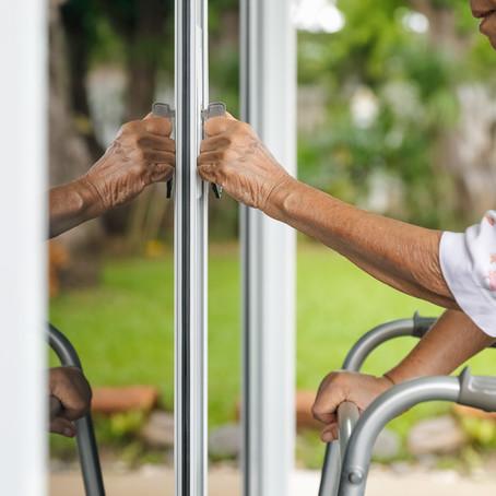 6 טיפים שיעזרו לכם למנוע נפילות ולשמור על בטיחות בגיל השלישי