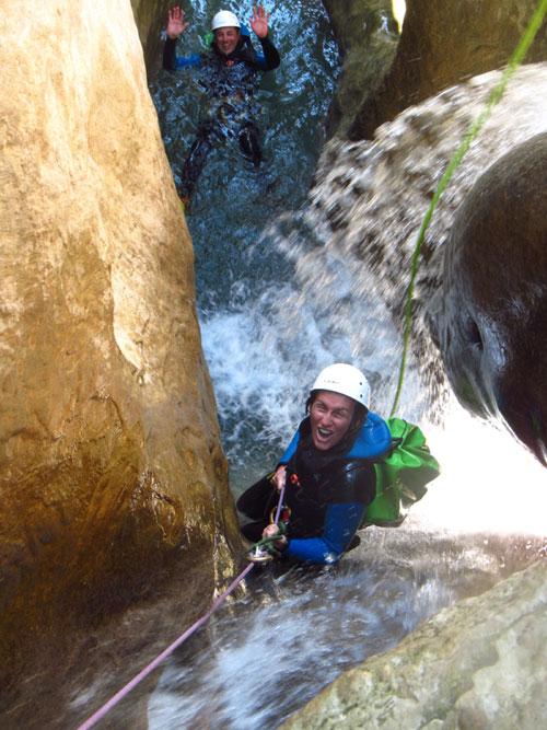 formiga-canyoning-rappel cascade