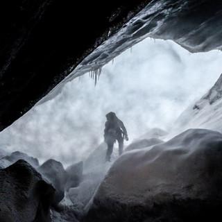 Grotte dans la tempete