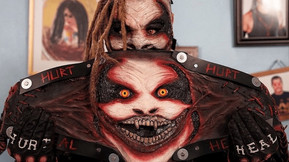 """The Fiend"" Bray Wyatt Unveils Tom Savini-Crafted Universal Title On ""WWE Friday Night Smackdown"""