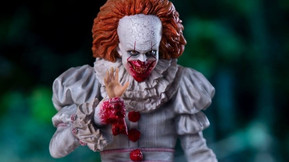 "Iron Studios' Deluxe Art ""Pennywise"" Statue Features A Balloon And Goergie's Arm"
