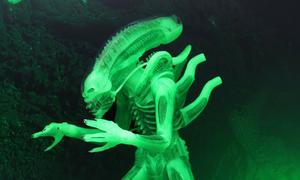 NECA Alien Big Chap Figure Glow in the Dark