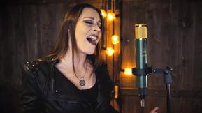 """Nightwish Singer Floor Jansen Covers Idina Menzel's """"Let It Go"""" For Her Daughter"""