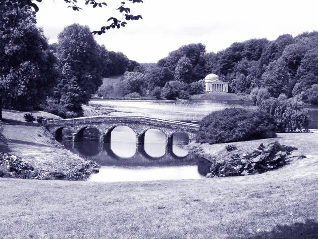 Stourhead palladian bridge a Wiltshire GB