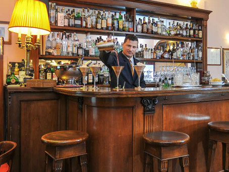 Harry's Bar in Venice: the famous brasserie by the Grand Canal