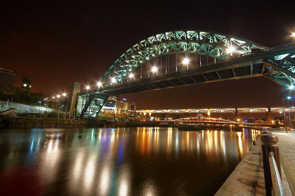 tyne bridge in newcastle and gateshead at night