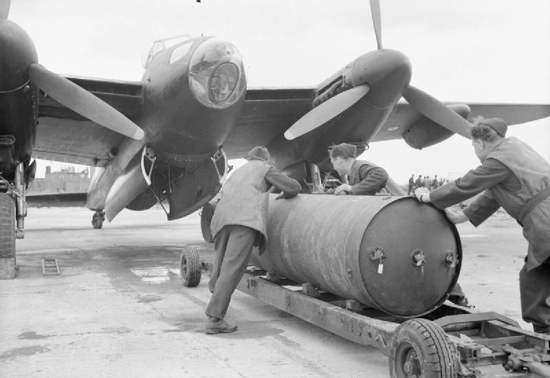 raf blockbuster bomb being loaded to a plane 1940