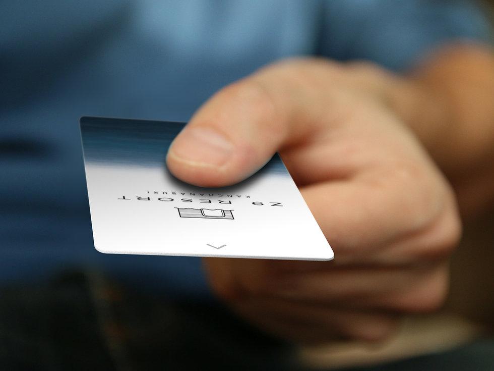 BusinessCard_CreditCard_Hand_Mockup_Curs