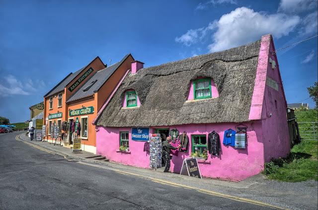 Irlanda Le case colorate del villaggio di Doolin (Clare)