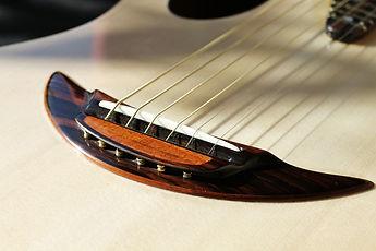 Chevalet croissant de lune Wilgenbus guitars Luthier Réunion