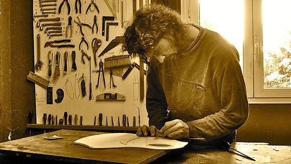 Nicolas Wilgenbus Luthier Inventeur La Réunion