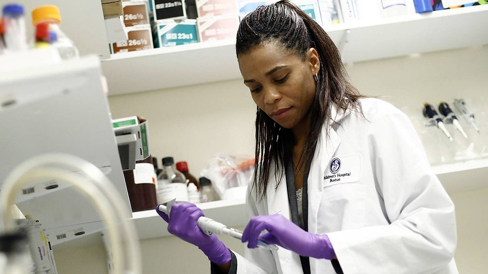 Prof. Dr. Patrice Smith works in her Carleton University laboratory.