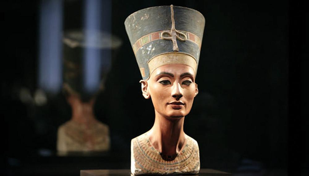 The statue of Queen Nefertiti.