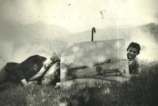 1948 circa - il pittore al lavoro con l'aiutante Toni