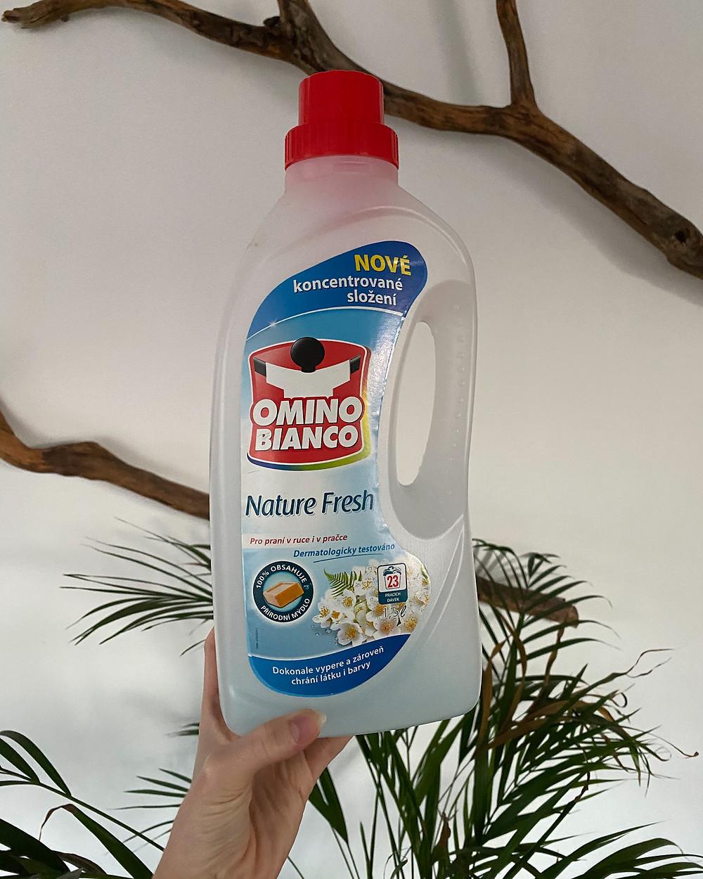 Omino Bianco si šetřím hlavně na hedvábné věci a věci z vlny. Je to totiž jediný prací prostředek, který jim nevadí.
