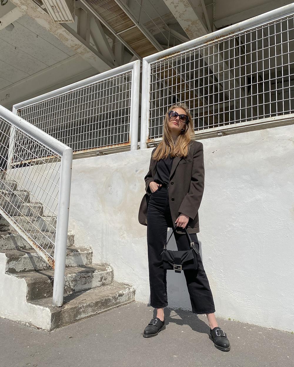 Outfit: Sako Max Mara (z Vinted) // Džíny Levi's // Kabelka Fendi (Vintage) // Brýle Balenciaga // Boty Dr.Martens