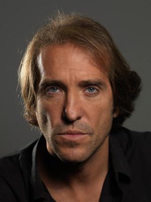 Victor Sole Headshot by Oscar Fernández Orengo