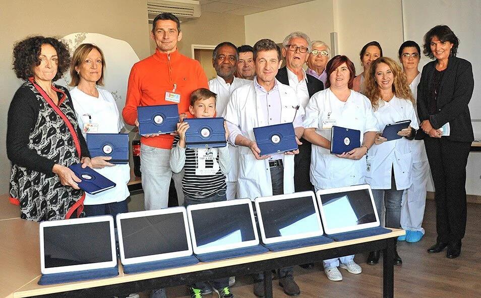 22_tablettes_offertes_au_service_onco-hématologie_de_la_Timone__25_11_15