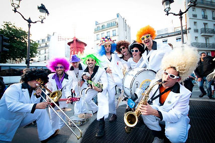 La fanfare funk à Montmartre