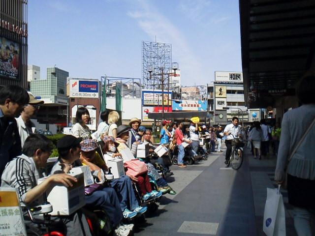 大阪市難波での街頭カンパ活動