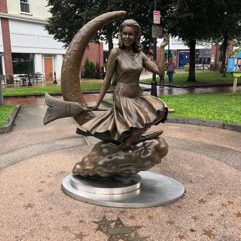 Estatua_de_Elizabeth_Montgomery,_actriz_
