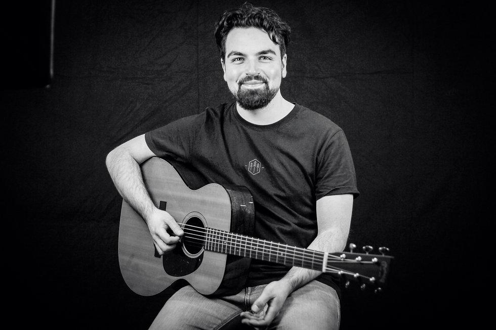MIKE gitarre webseite.jpg
