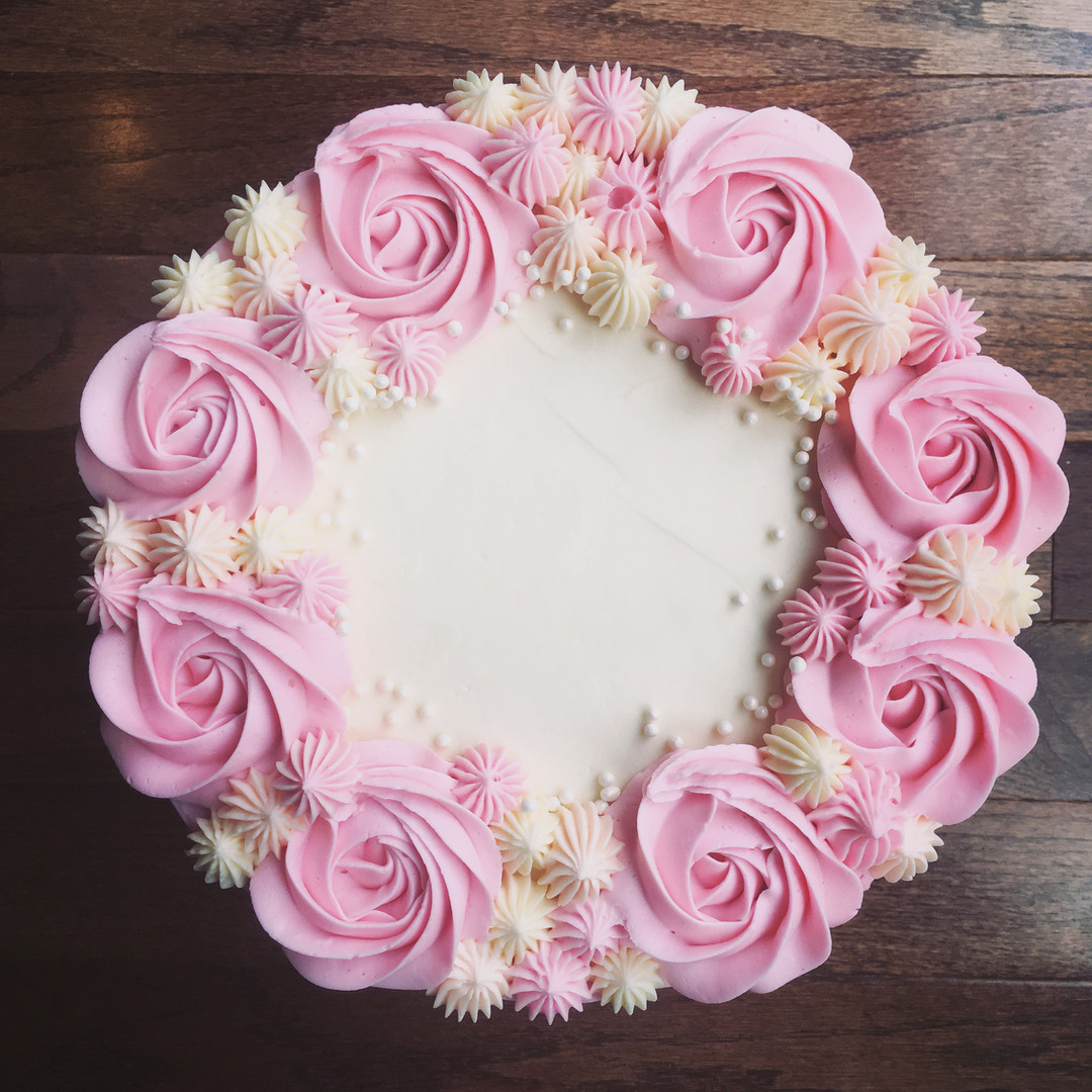 Strawberry cake with vanilla buttercream