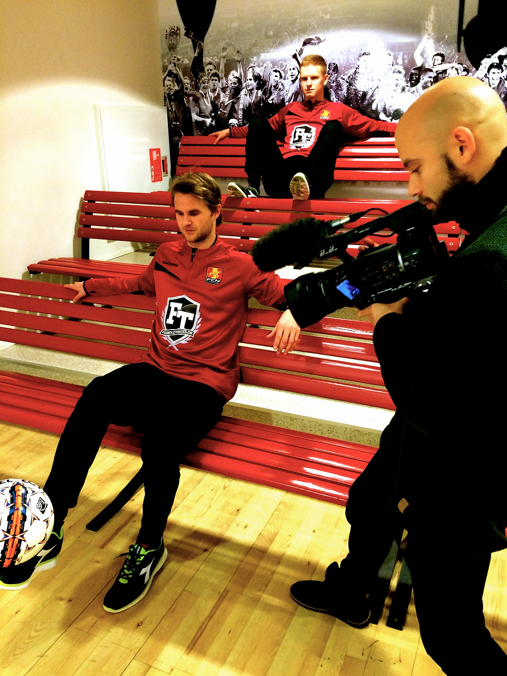 Brizze & Lasse Fodboldtricks i FCN på Farum Park
