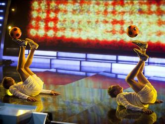 FodboldTricks byder velkommen til Patrik & Tobias - Kendt fra Talent 2010