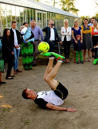 Fodboldunderholdning til konfirmationen - FodboldTricks