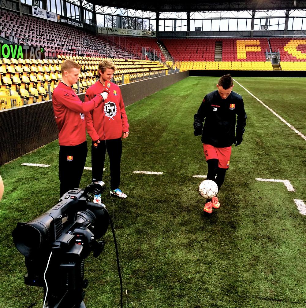 Johannes Ritter lærer Fodboldtricks