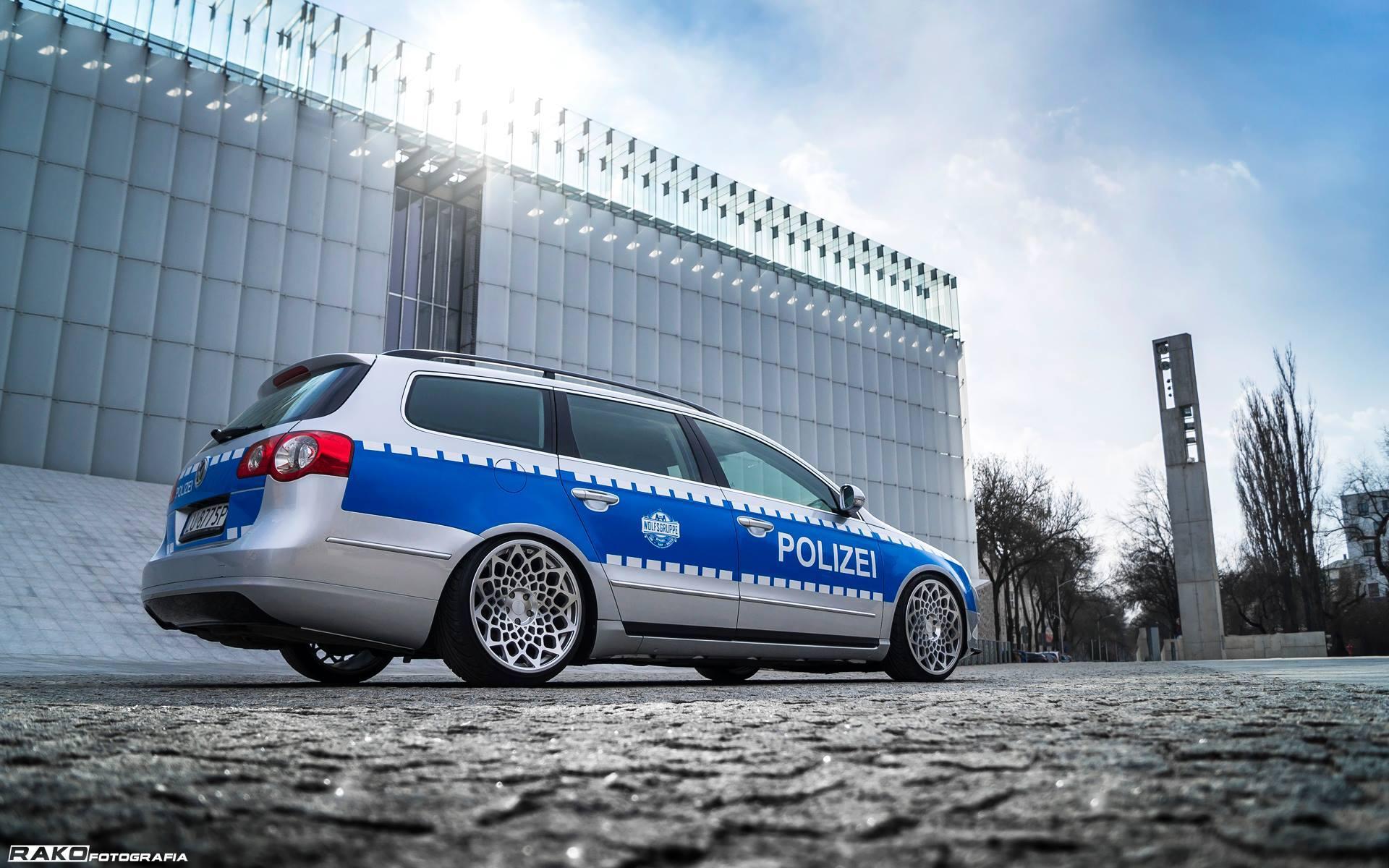 Radi8 R8B12 Wheels - Volkswagen _Polizei_ VW Passat