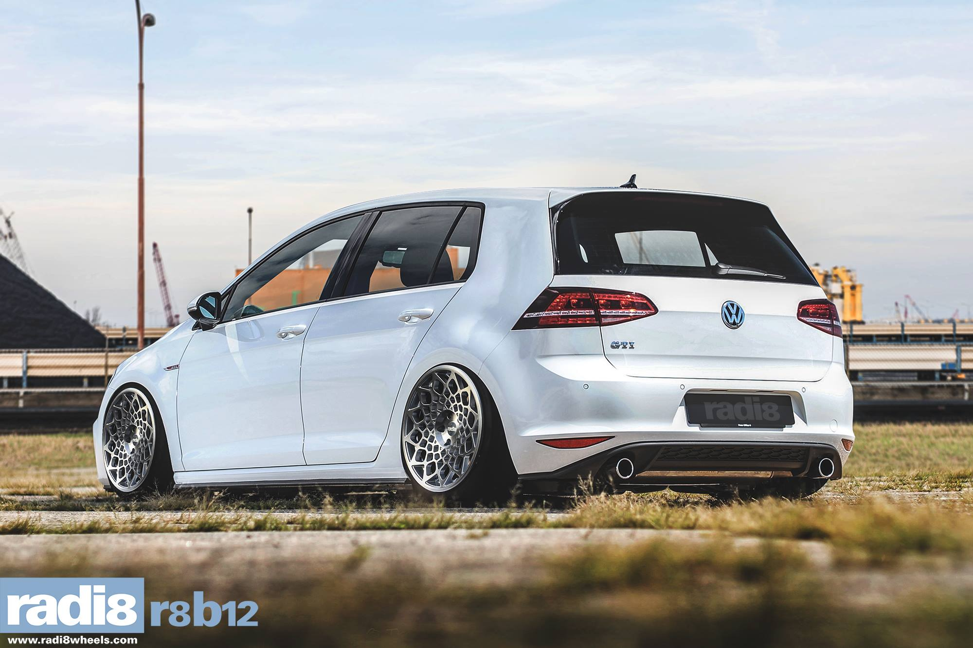 Radi8 R8B12 Wheels + Volkswagen Golf GTI