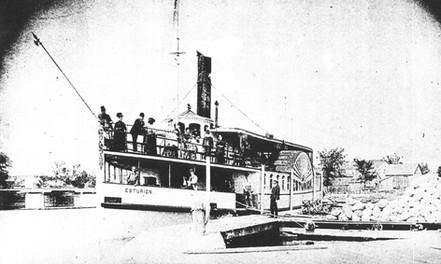 Esturion at dock