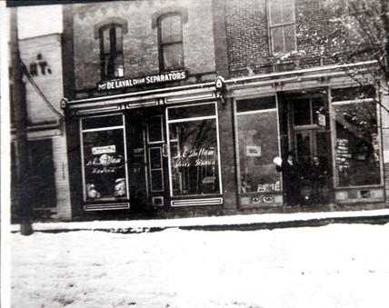 AE Bottum's Hardware (left) & Hamilton Bookstore 9