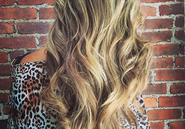 🔥#nowordsneeded #hothair #haircolourcon