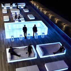 VONDOM-muebles-exterior-diseño-sofaconluz-mesa-barraconluz-taburete-vela-ramonesteve-vondom_(8)