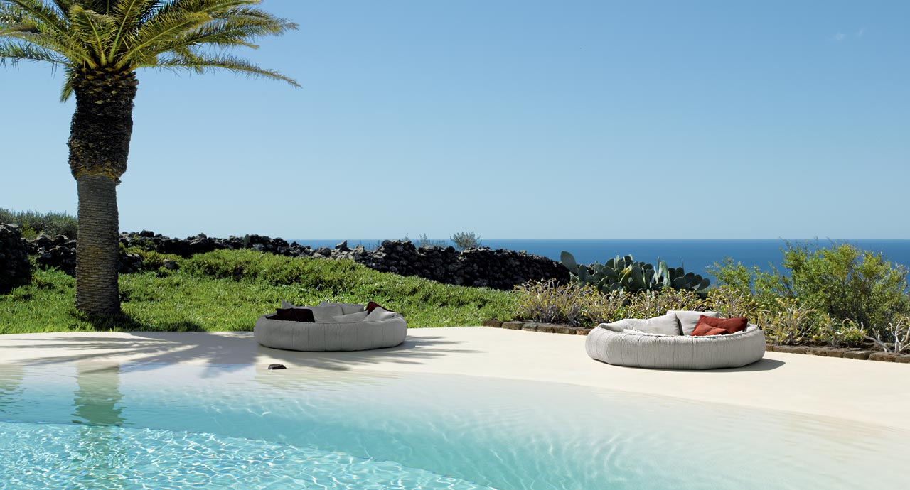 PAOLA LENTI-ease_slide2