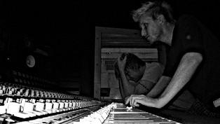 Jukka_Backlund_in_studio_with_Sunrise_Av