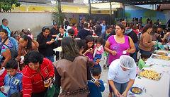Famílias na creche pública em Peruíbe