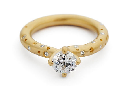 gold soiltaire diamond engagement ring