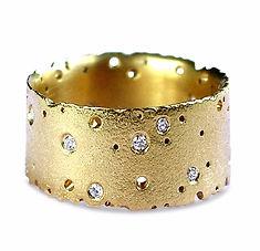 18ct Yellow Gold & Diamond Patterned Rin