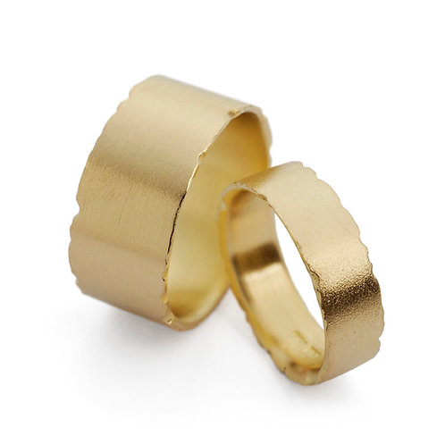 6.5mm and 10mm Wide Nibbled 18ct Gold Rings by Kate Smith Jewellery. Product code W2yW3y