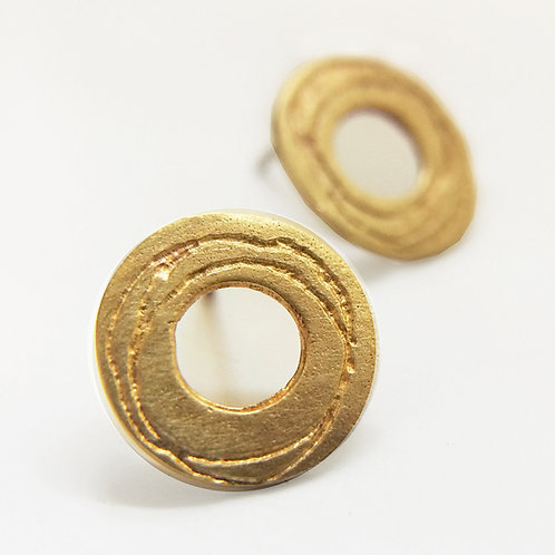 modern gold circular round earrings, handmade in Birmingham by contemporary jewellery designer Kate Smith